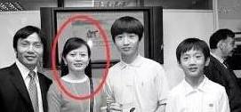 江一燕和富豪老公相差16岁,老公身价数十亿